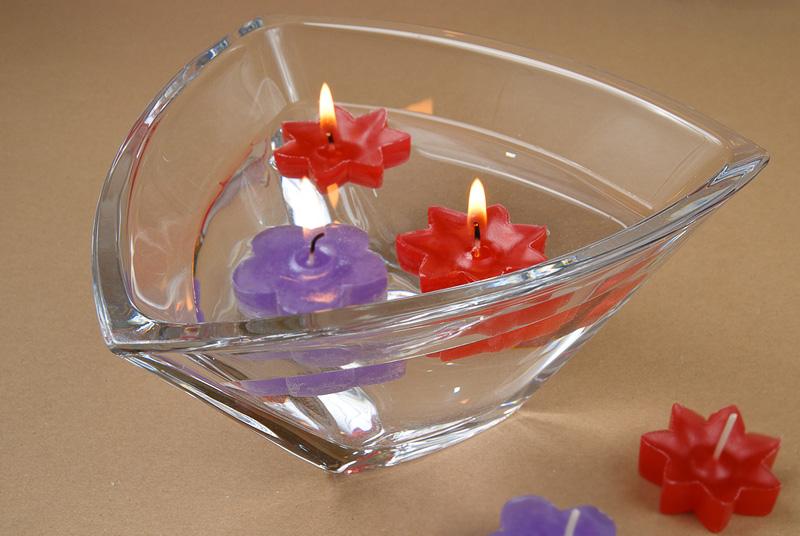 плаващи свещи
